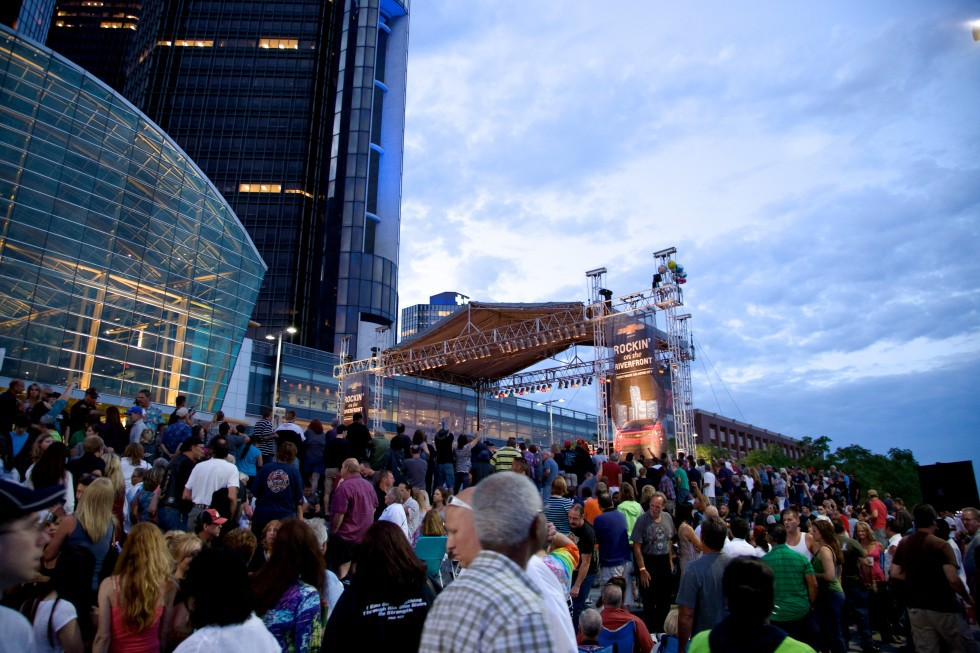 Concert Goers Enjoy Rockin On The Riverfront At The RenCen